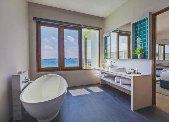 Water Villa Bathroom Dhigali