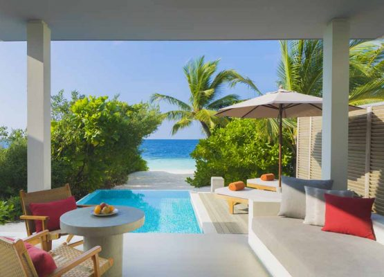 Beach Villa with Pool Dhigalil